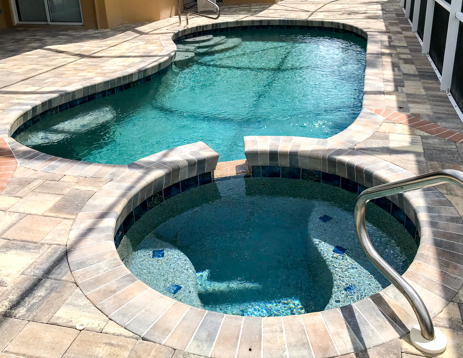 Lakewood Ranch swimming pools spas kidney shape pool design roun